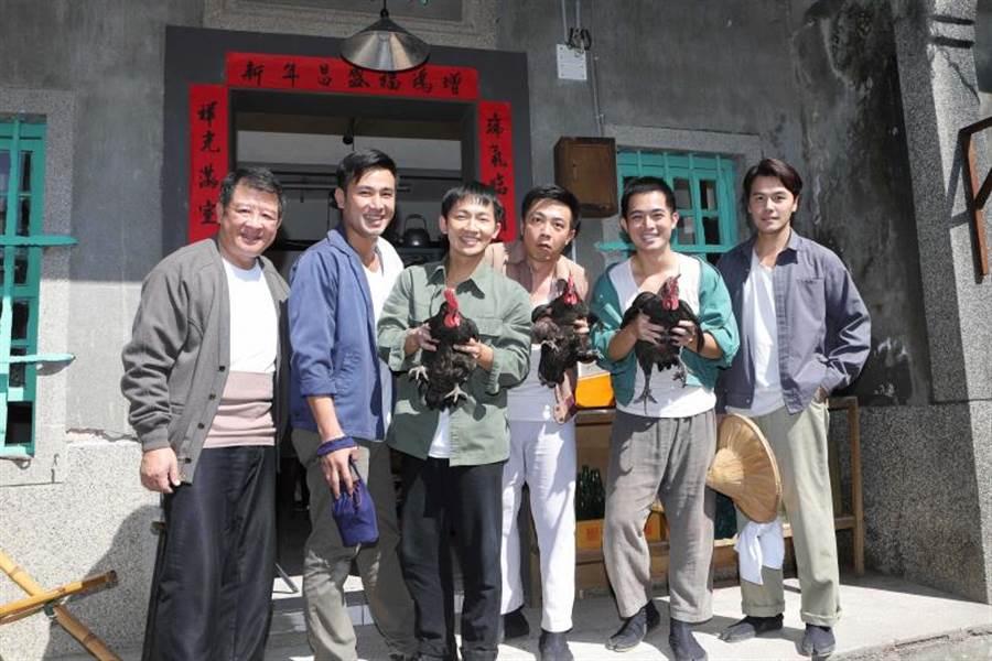 廖錦德(左四)想演戲,廖峻說雖然有幫忙推薦,但一切還是靠他自己。(圖/公視提供)