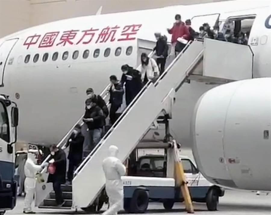 武漢首批247名返台台胞名單怎決定?湖北省台辦這麼說。(圖/讀者提供)