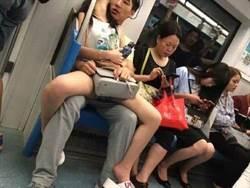 他偷拍情侶地鐵「開腿疊坐」 12字神註解網笑翻
