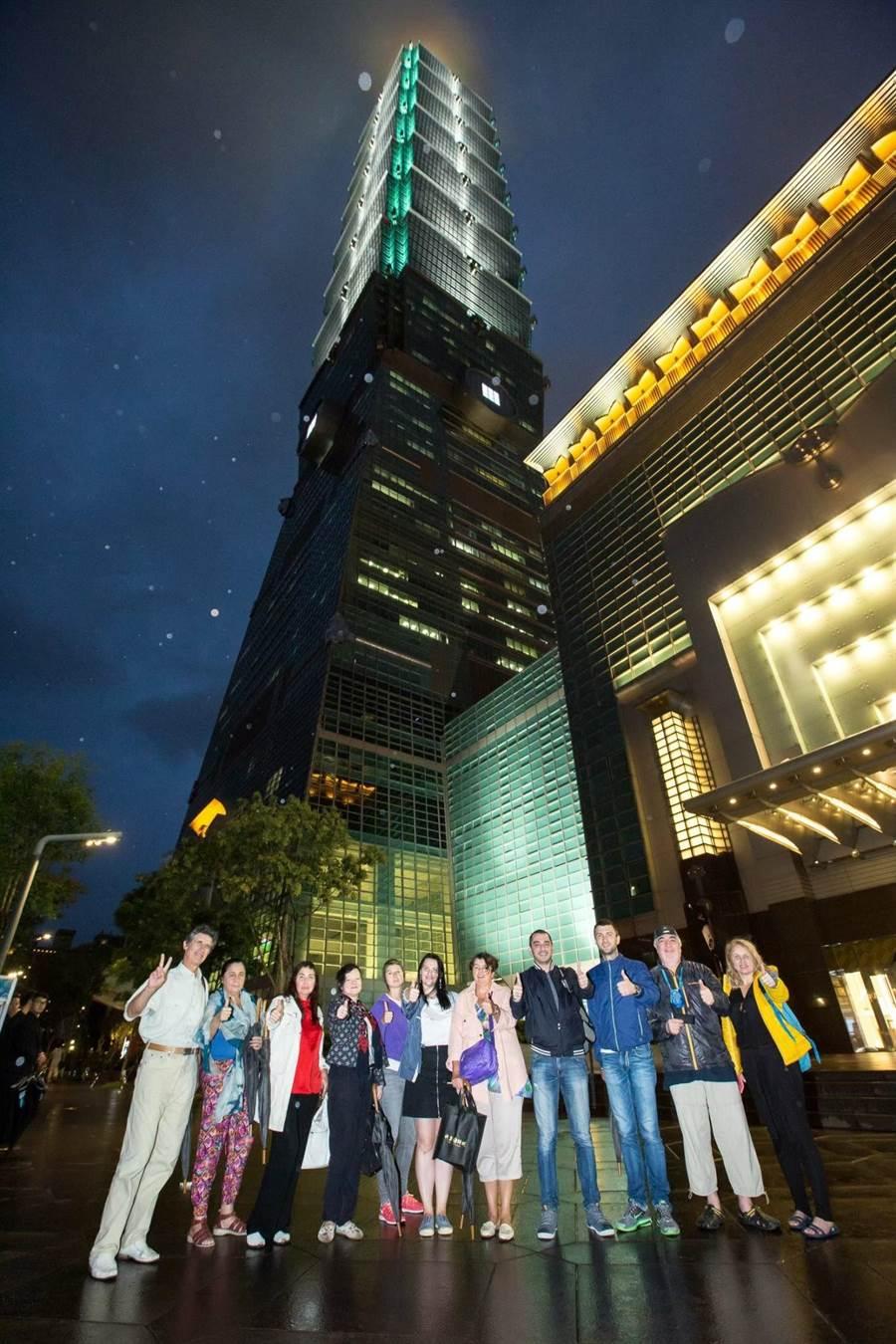 台北101是觀光客來台重要的景點,過去曾有俄羅斯代表來踩線。(台北101提供)