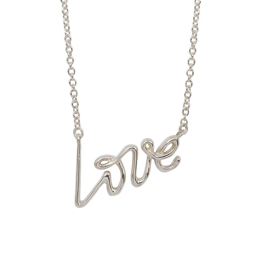 樂天市場推薦土象星座的招桃花小物,Tiffany&Co. Love 字母項鍊,7200元。(樂天市場提供)