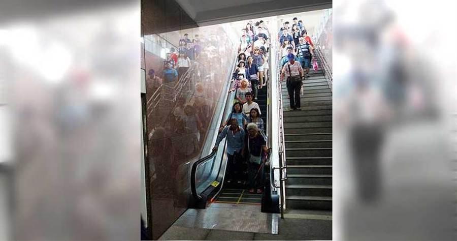 營養師建議餐前空腹運動,能夠以快走或爬樓梯取代坐電梯,用餐時再多攝取優質蛋白質,減重更有效率。(圖/報系資料庫)
