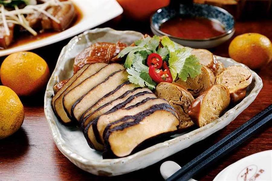 國宴豆干以滷包和獨家調味重覆熬煮3次再放涼,吃得到濃郁豆香(小份100元,大份150元)。(圖/于魯光攝)