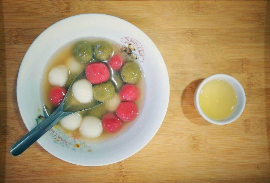 茶香粽和湯圓(綠色為坪林包種茶、紅色是天然紅麴)。(圖取自新北市農業局官網)