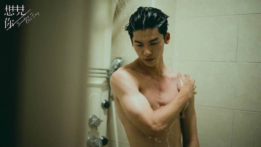 許光漢半裸拍淋浴戲。中視提供