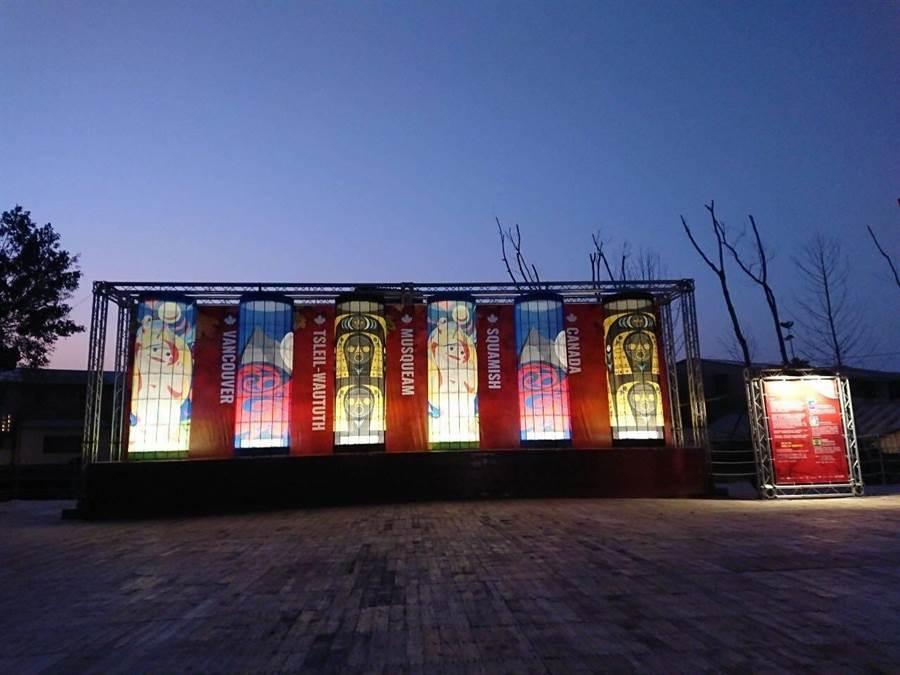 首次參加的加拿大,以原住民圖騰柱為概念,從部落神話故事發想設計,創造巨型海岸新年燈籠。(交通部觀光局提供/王文吉台中傳真)