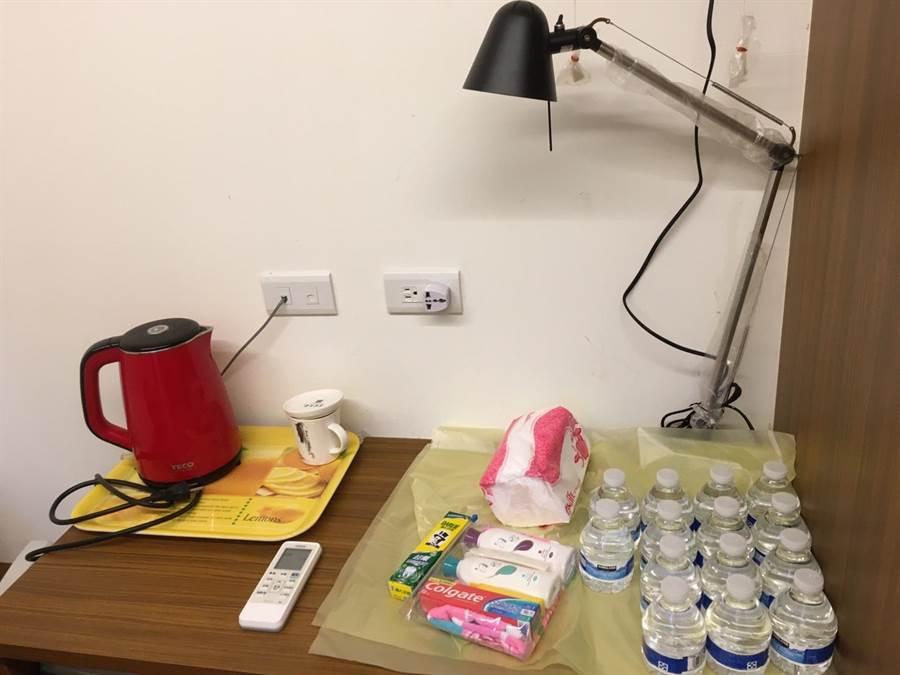 華梵大學港澳生宿舍房間內的日常用品一應俱全。(華梵大學提供)