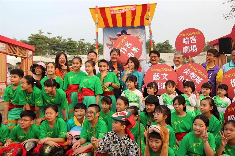 屏東元宵節活動「六堆祈福尖砲城」2月8日、9日在屏東縣立運動公園舉行。(潘建志攝)