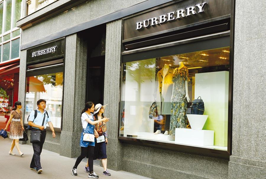 Burberry表示,這波疫情對香港精品需求的衝擊「比反送中抗爭還嚴重」。圖/路透