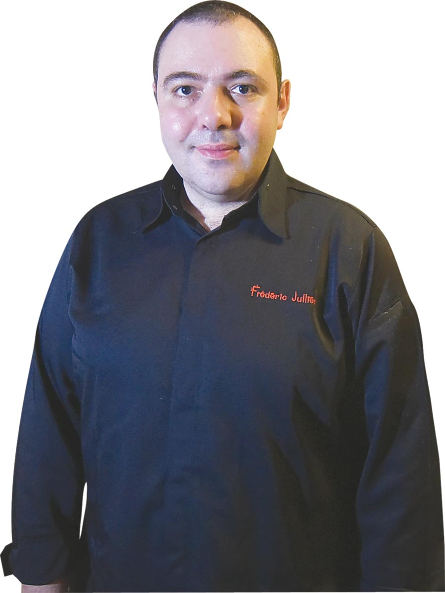 ˙菲德烈克(Frederic Jullien)曾在法國巴黎米其林三星餐廳〈Taillevent〉歷練,2012年加入「世紀名廚」侯布雄的團隊,2014起擔任台灣〈侯布雄法式餐廳〉副主廚。圖/姚舜