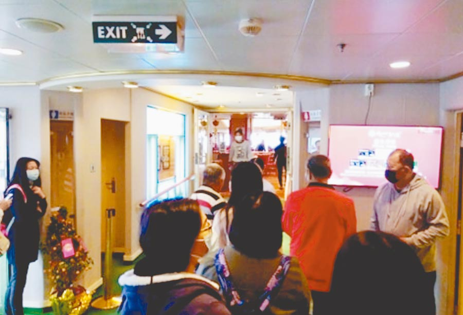 寶瓶星號船上的旅客,幾乎人人都戴口罩,作息正常,未感受到恐慌氣氛。(旅客王陳惠提供/許家寧基隆傳真)