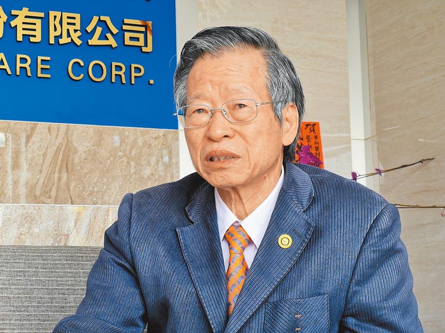 華新醫材集團董事長鄭永柱經歷過SARS、H1N1到現在的武漢肺炎,回想過去種種忍不住哽咽。(吳建輝攝)