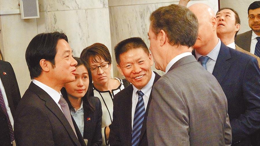 對華援助協會會長傅希秋(左四)表示,美國政府沒有一個人反對副總統當選人賴清德(左一)訪華府,包括白宮、美國國務院。圖為賴清德4日出席國際宗教自由圓桌會議。(中央社)