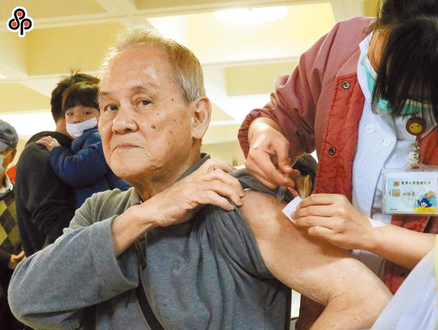 上周我國新增5例因「A型流感」致死案例,年齡區間為50到91歲,但北市50歲以上成人流感疫苗接種率只有27.24%(本報資料照片)