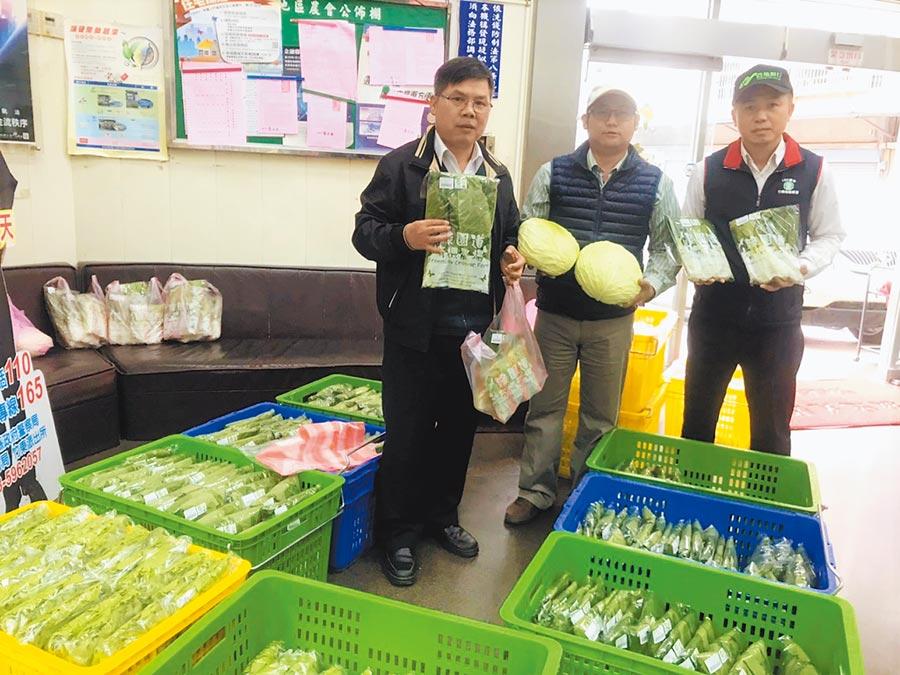 竹東地區農會即日起提供地點,協助有機蔬菜農友銷售因延後開學而無法出貨的蔬菜。(莊旻靜攝)