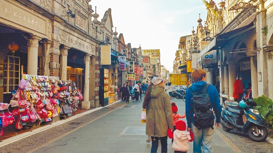 桃園市觀光旅遊局大力推動旅宿政策,交通部觀光局舉辦去年「城市好旅宿-縣市政府管理績效評比」,桃園市首次獲「特優」佳績。(賴佑維攝)