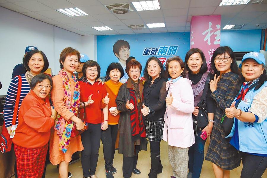 國民黨前主席洪秀柱(中)今天將在台南東區成立聯合服務處,兌現選前承諾。(本報系資料照片)