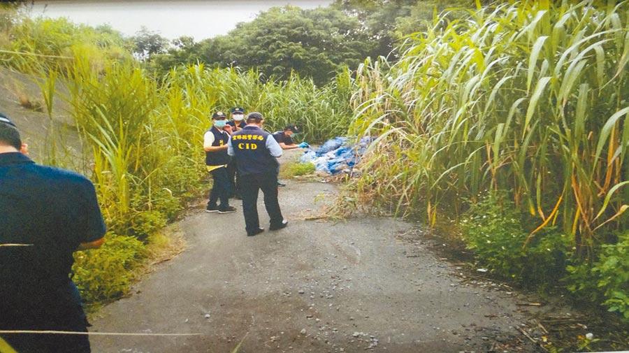 死亡的張女被發現時已成白骨,警方在旁採證。(檢警提供/許素惠雲林傳真)