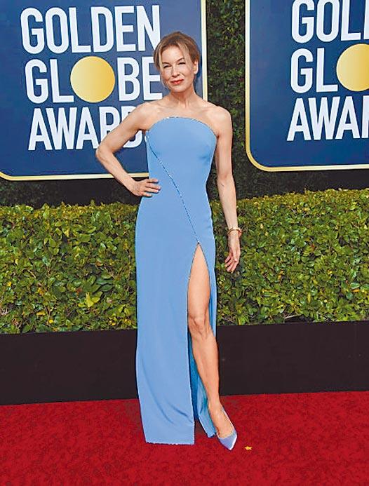 蕾妮齊薇格多挑選素面高雅的禮服,在金球獎穿的Armani水藍色高衩禮服,走女神路線。(CFP)