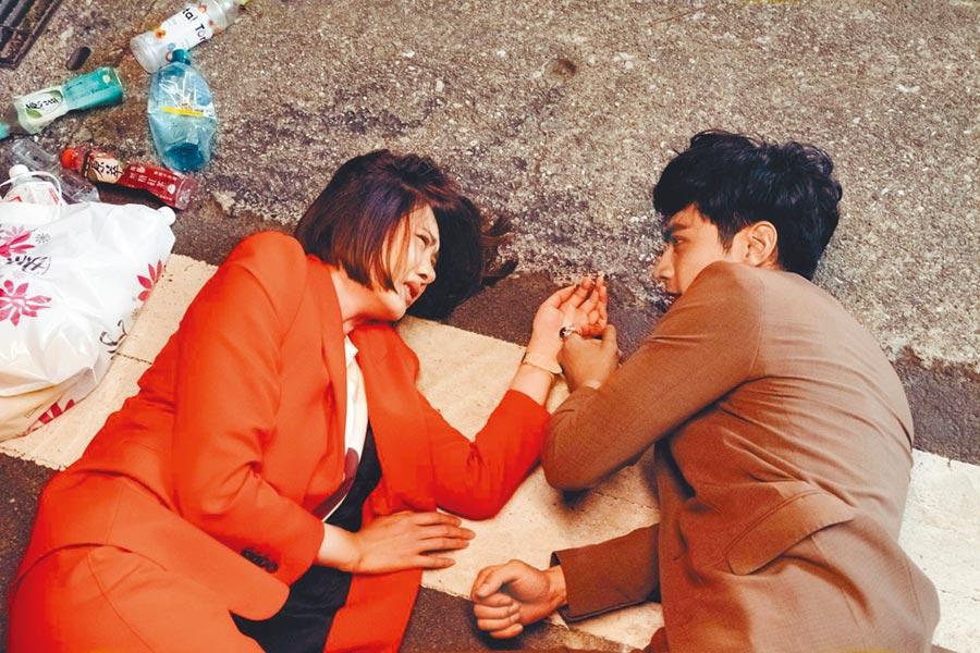 安心亞(左)和宋柏緯劇中談人神戀。(歐銻銻娛樂提供)