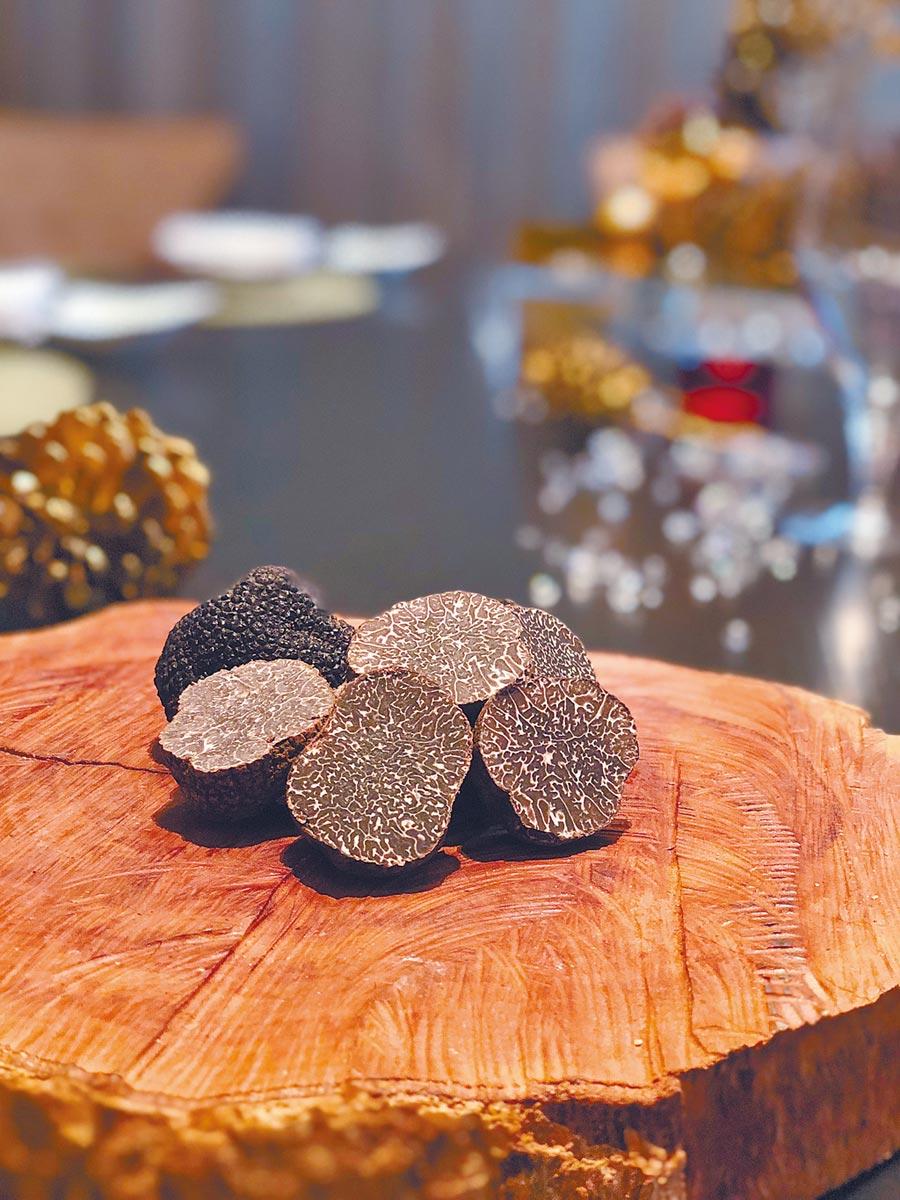 黑松露是每年過年前後上桌的頂級食材。(三二行館提供)