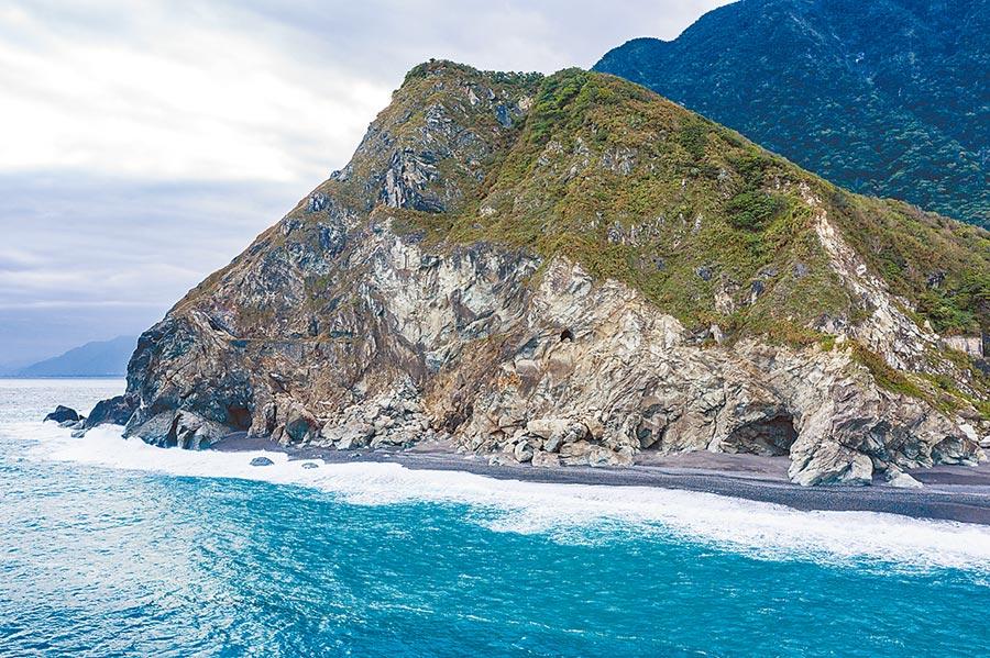 鮮少人知的和中海灘,是當地太魯閣族才知道的海邊祕境。(布爾喬亞公關提供)