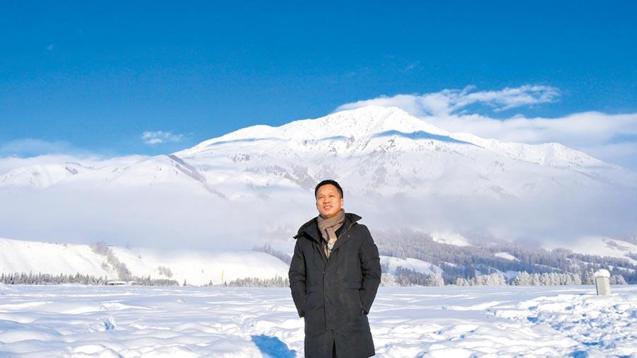新疆觀光資源豐富,經營旅遊運輸公司的韋松直言,新疆這幾年發生翻天覆地的變化。(記者陳柏廷攝)