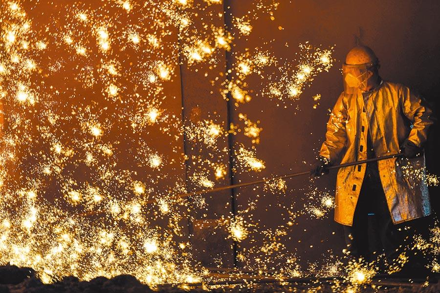 標普全球評級認為,新型冠狀病毒感染肺炎爆發,重創中國人民及經濟。圖為江蘇南京某企業廠房一景。(中新社資料照片)