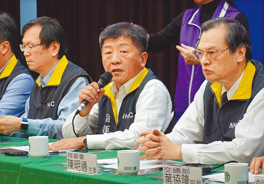 中央流行疫情指揮中心指揮官陳時中(中)7日表示,確診與否仍須以科學證據為標準。(本報系記者姚志平攝)