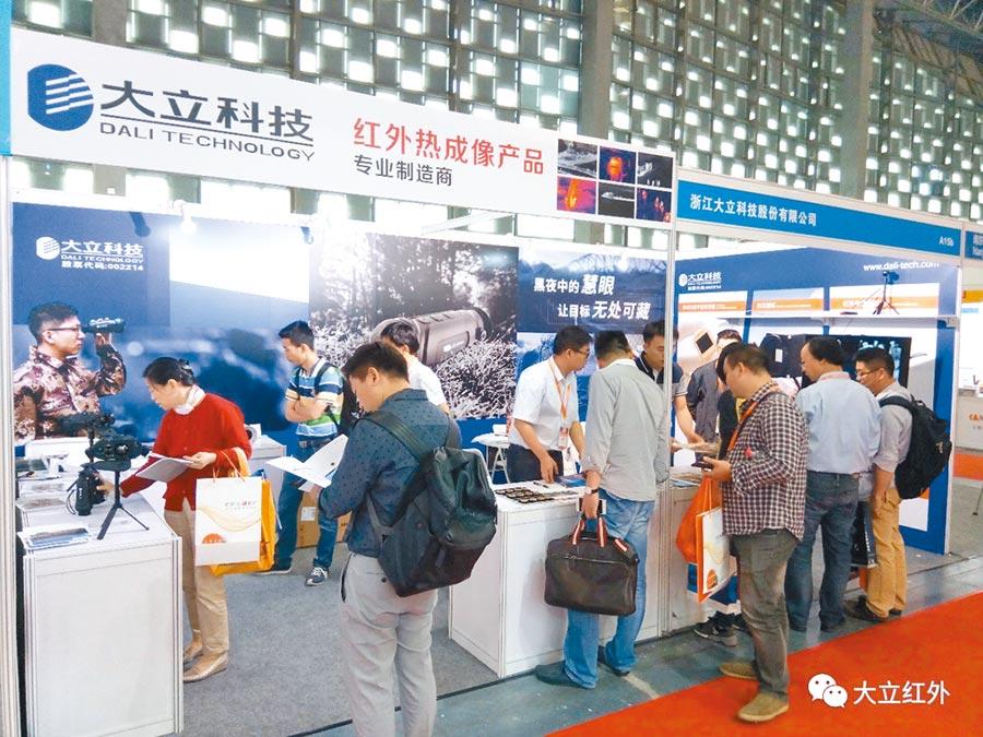 2017年5月下旬,大立科技參加上海安防會,展出紅外探測器、夜視監控系統、紅外望遠鏡等產品。(取自大立科技官網)