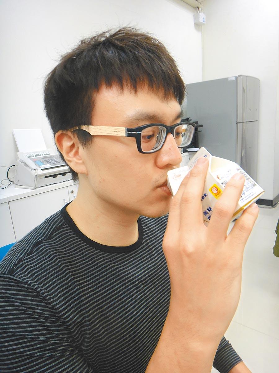 體內缺鈣易造成半夜抽筋可補充牛奶來改善。(本報系資料照片)