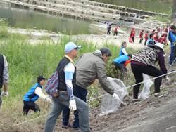 淨溪也淨心 數百民眾一江橋畔撿垃圾