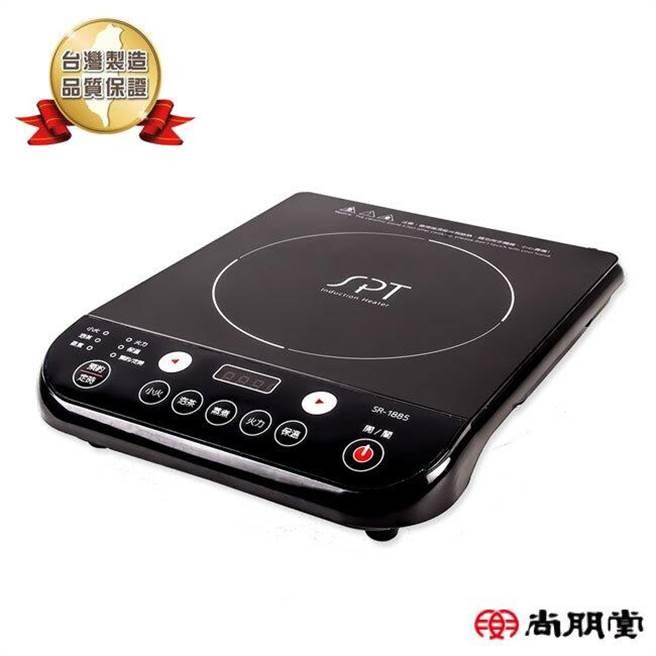 樂天市場的尚朋堂台灣製 IH變頻電磁爐,原價1990元,特價1555元。(樂天市場提供)