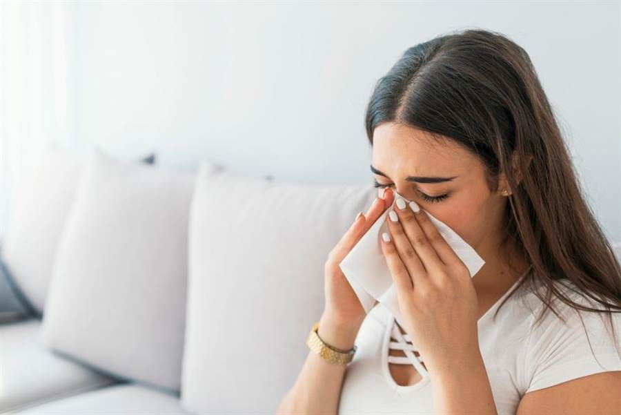 醫師指出,如果超過5天以上的感冒症狀都沒有改善,就要懷疑可能是過敏。。(達志影像/shutterstock)