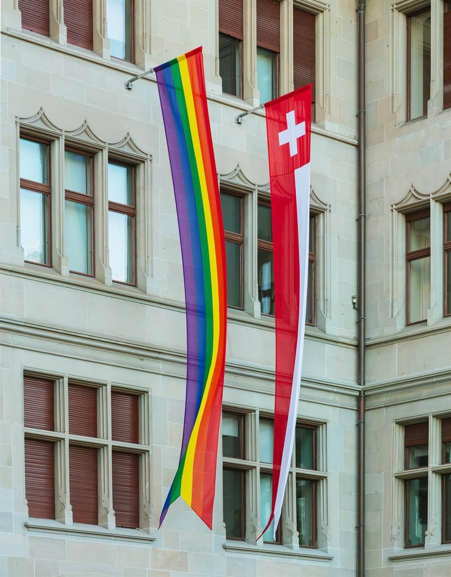瑞士今將針對歧視同志、雙性戀與跨性別族群(LGBT)的提案舉行公投,主張因性向與性別認同而歧視他人,將受處罰。(圖摘自shutterstock)