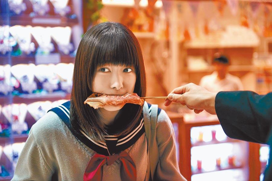 櫻井日奈子即使在新作演出暗黑邊緣系少女,樣子仍十分可愛。(威視電影提供)