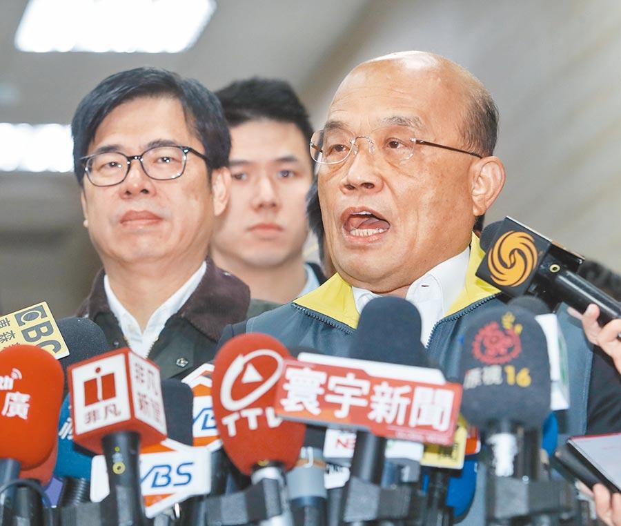 行政院長蘇貞昌(右)宣布禁止口罩出口惹議。 (劉宗龍攝)