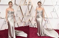 奧斯卡2020》小丑女奧斯卡紅毯深V搶鏡 黑寡婦透視禮服半球掉出