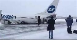 機尾撞毀、起落架斷!俄羅斯客機「機腹硬著陸」冰上驚險迫降