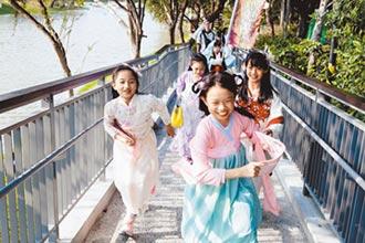 遛小孩穿漢服 逛月津港新體驗