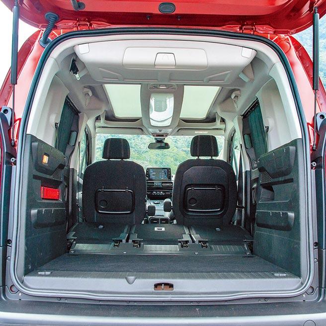 行李廂空間可利用傾倒第二排座椅,讓容量從775L擴充至3000L。(陳大任攝)
