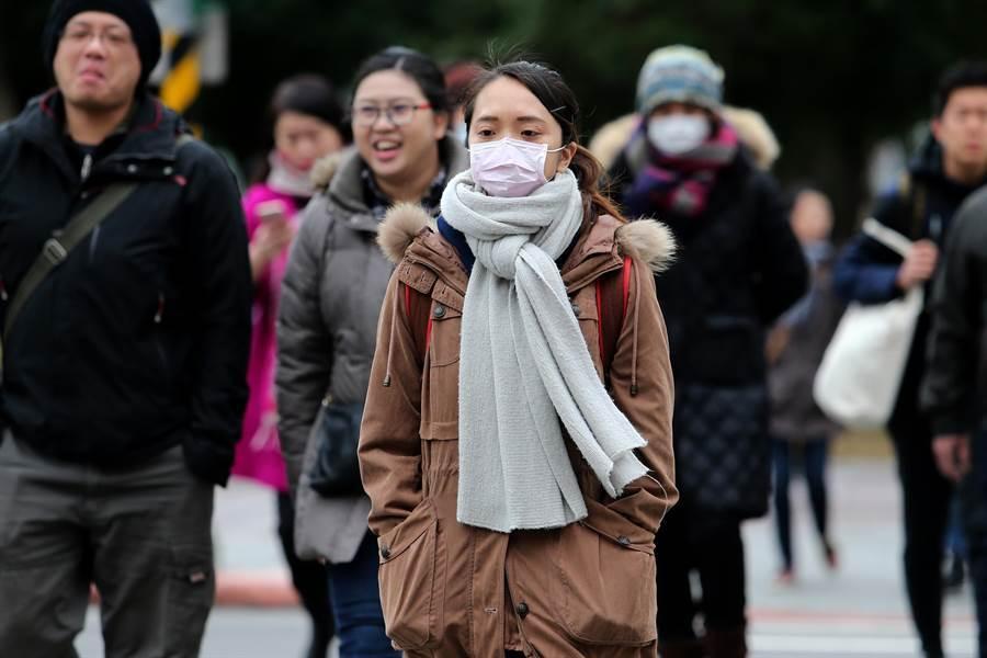 吳德榮說,周日(16日)恐有寒流報到。(本報資料照)