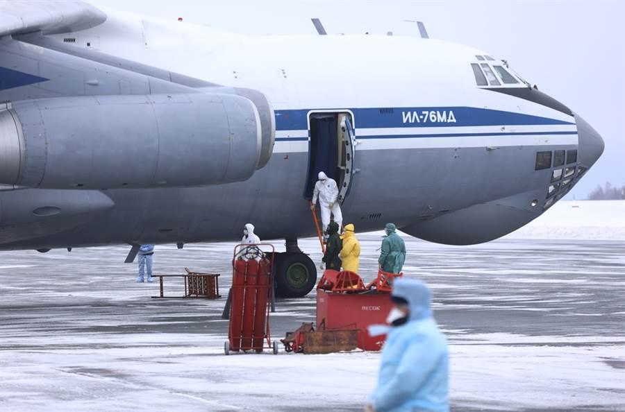俄羅斯女大生形容,搭乘俄羅斯伊留申IL-76軍用運輸機撤僑專機返國的經驗相當難熬。(資料照/美聯社)