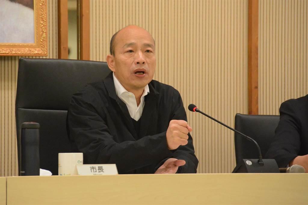 高雄市長韓國瑜11日率市府團隊公布滿天星計畫,每年補助大學生出國研修,學界對這項大力栽培年輕人的計畫持正面態度。(林宏聰攝)