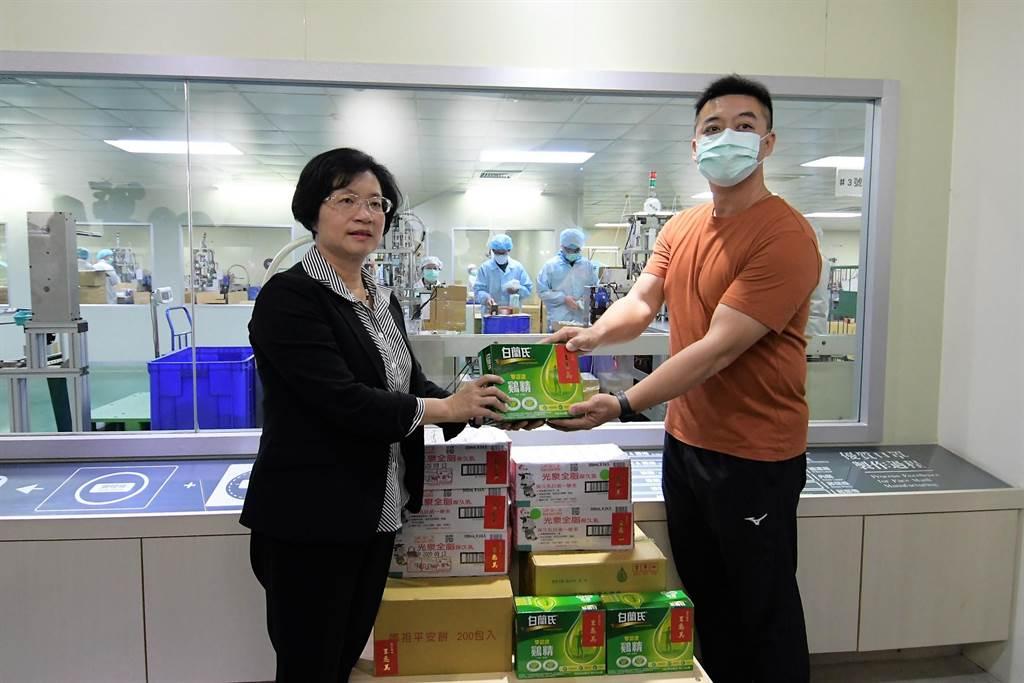 王惠美說,特別感謝所有國軍弟兄幫忙,協助口罩的製作。(吳建輝攝)