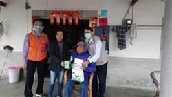 體恤偏遠地區獨居老人  左鎮區公所送口罩上門