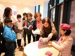 白嘉莉優雅現身台灣燈會 為身障團體導覽個人創作