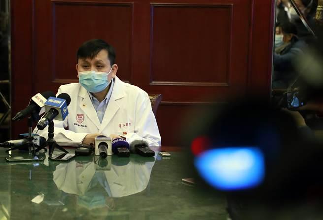 上海華山醫院感染科主任、上海市新型冠狀病毒感染的肺炎醫療救治專家組組長張文宏認為,湖北以外的疫情轉折點可能已出現,湖北省可能還要再晚些。(圖/中新社)