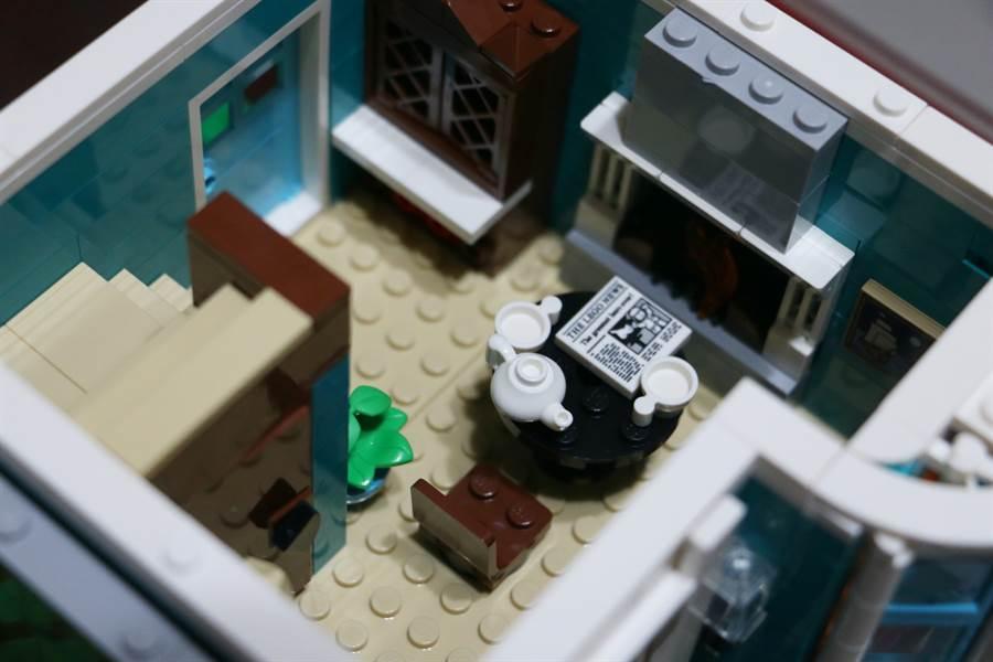 LEGO 10270 書店細節相當多,此為部分內層設計2。(黃慧雯攝)