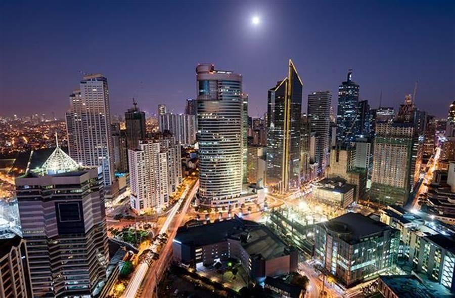菲律賓日前祭出鐵腕政策,禁止各國籍人士自中港澳台入境菲律賓;14日經會議後,才取消對台灣的旅行禁令,並且即刻生效。圖為馬尼拉。(達志影像/shutterstock提供)